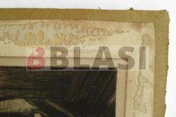 Cartró envellit, restes d'adhesiu i restes de paper