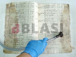 Aspiració dels microorganismes dels manuscrits