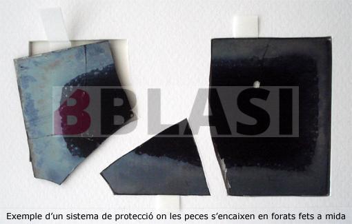 Exemple d'una caixa per a negatius de vidre trencats