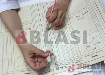 Procés de restauració: reforç dels quadernets