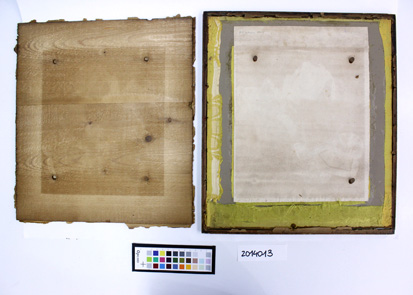 El marc durant el procés de desmuntat, deixant al descobert el dibuix i evidenciant la migració de l'acidesa de la fusta.