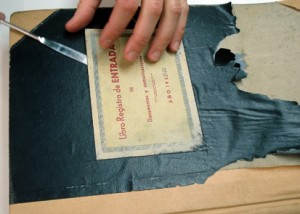 Conservació de les etiquetes originals de les tapes i els lloms