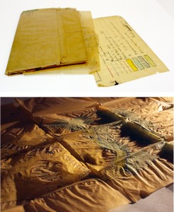 Restauració d'un plànol de paper vegetal. A la imatge s'observa el plànol abans de la restauració i un detall sota llum rasant de l'estat de conservació amb les ondulacions, els plecs i les corresponents tensions.