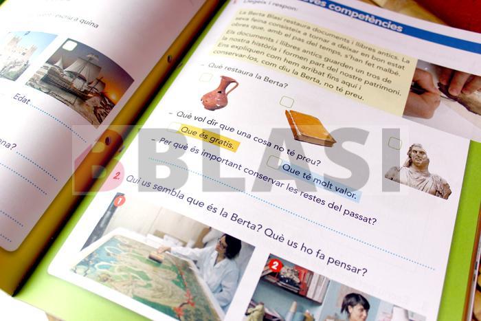 La pàgina on apareix l'exercici relacionat amb la professió de la restauració del patrimoni documental al llibre de text de l'editorial Vicens Vives